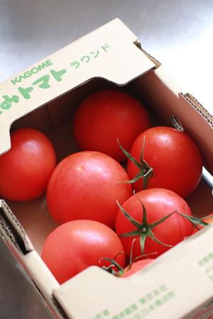 冷凍前のトマト8個