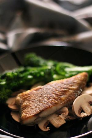 真鯛のムニエルと菜花&マッシュルーム